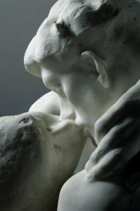 The kiss detail